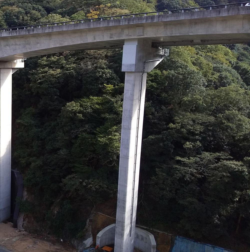 新名神高速道路亀山西ジャンクションランプ橋(鋼上部工)工事